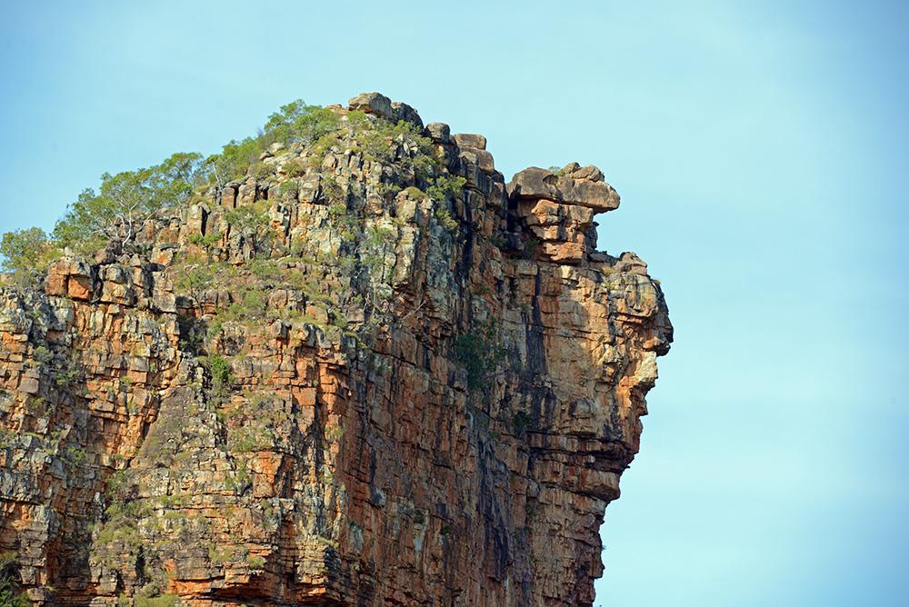 massive rock buttresses line the Hunter River gorge.